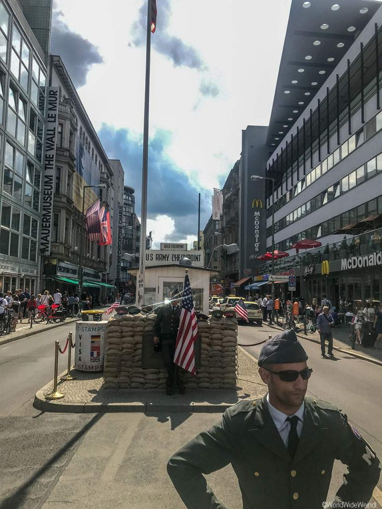 Berlin 128_Checkpoint Charlie