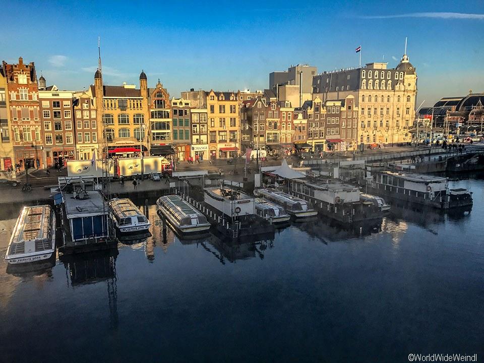 Niederlande, Amsterdam 56, Damrak vom Zimmer