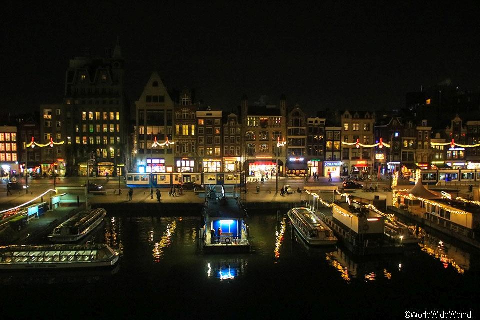 Niederlande, Amsterdam 58, Damrak vom Zimmer