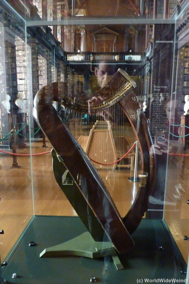 Dublin,Trinity Collage Harp